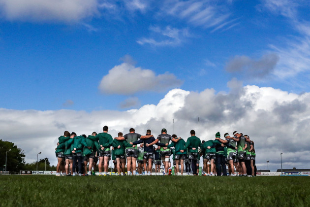 Connacht team huddle