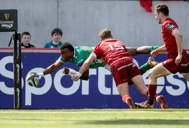 Iliesa Ratuva Tavuyara dives in to score the opening try