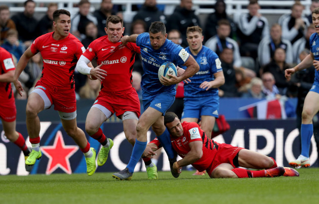 Alex Lozowski and Ben Spencer tackle Rob Kearney