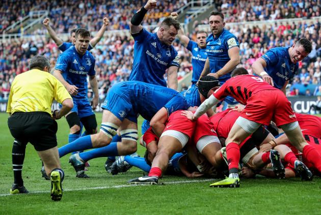 Cian Healy celebrates Tadhg Furlong's try