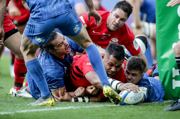 Billy Vunipola scores a try despite James Lowe and Luke McGrath