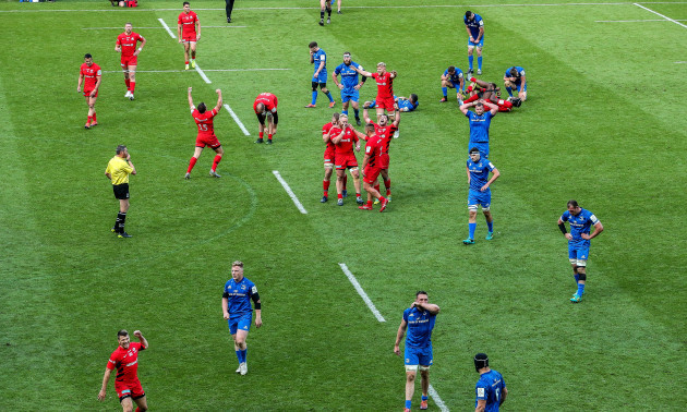 Saracens' players celebrate at the final whistle