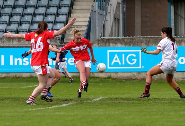 Saoirse Noonan scores a goal