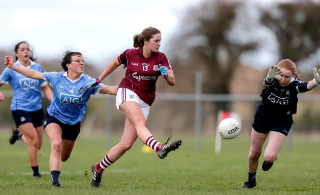 Mairead Seoighe scores a goal