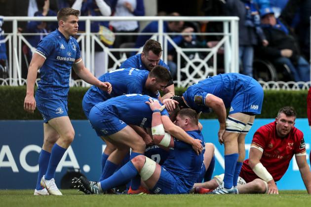 Jordan Larmour and Tadhg Furlong celebrate Sean Cronin's try