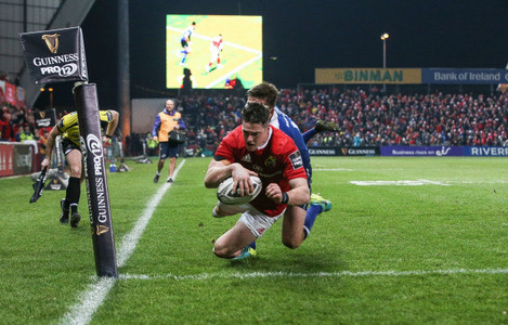 Ronan O'Mahony scores a try