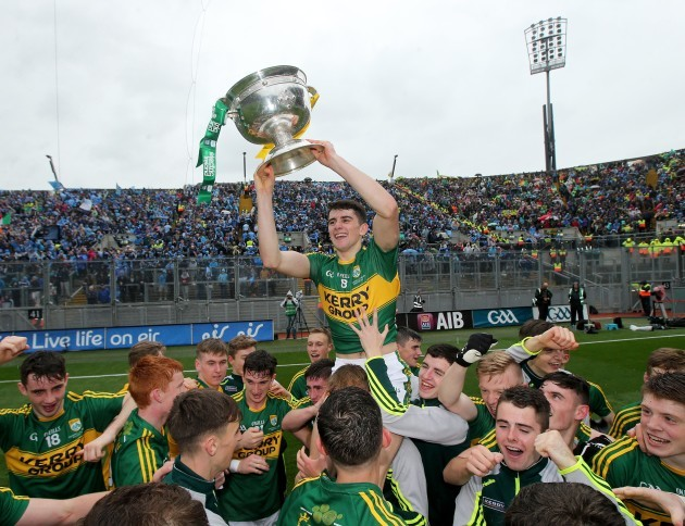 Mark O'Connor celebrates with the trophy