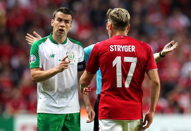 Seamus Coleman has words with Jens Stryger Larsen