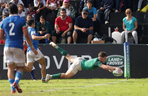 Rob Russell scores a try