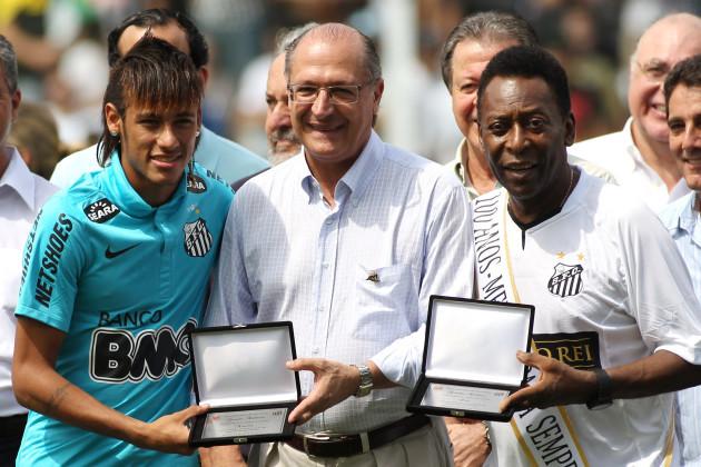 Centenary of the Santos Football Club meets Pele and other champions at Vila Belmiro Stadium
