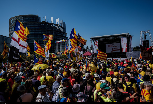 Manifestation of the Catalan population in front of the European Parliament