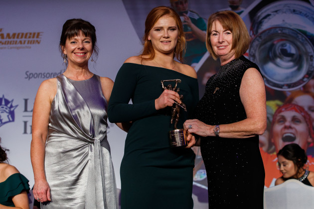 Kathleen Woods and Deirdre Ashe present Beth Carton with a 2018 Camogie All-Stars Award