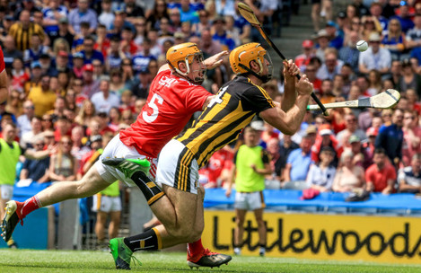 Colin Fennelly scores a goal under pressure from Niall O'Leary