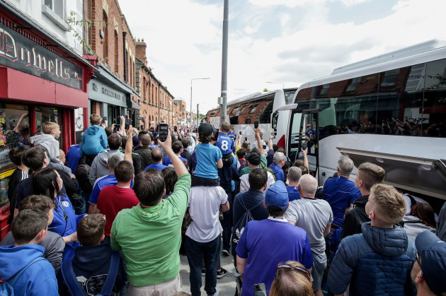 The Chelsea team arrives