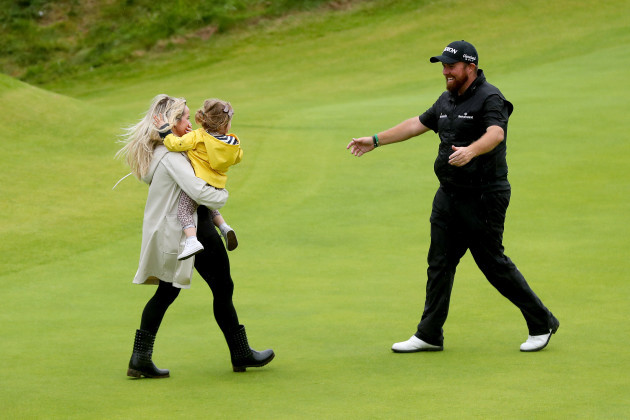 Shane Lowry celebrates with his daughter Iris and wife Wendy