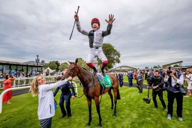 Frankie Dettori celebrates winning