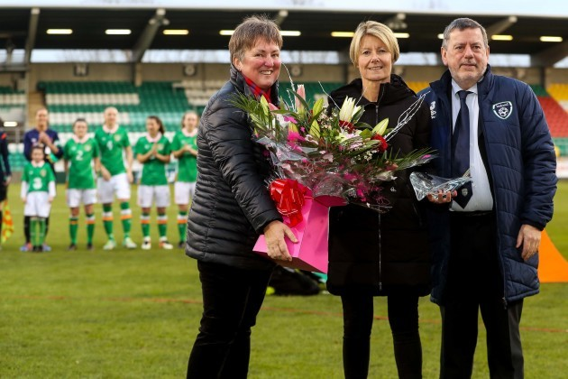 Niamh O'Donoghue and Donall Conway give Sue Ronan gifts before the game