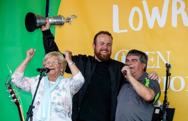 Shane Lowry with his granny Emmy Scanlon and Uncle Tommy at his homecoming in Clara 23/7/2019