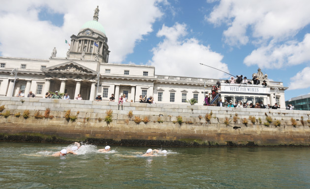 4826 Launch Liffey Swim_90576154