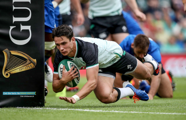 Joey Carbery scores his sides first try