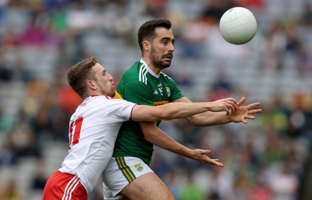 Niall Sludden tackles Jack Sherwood