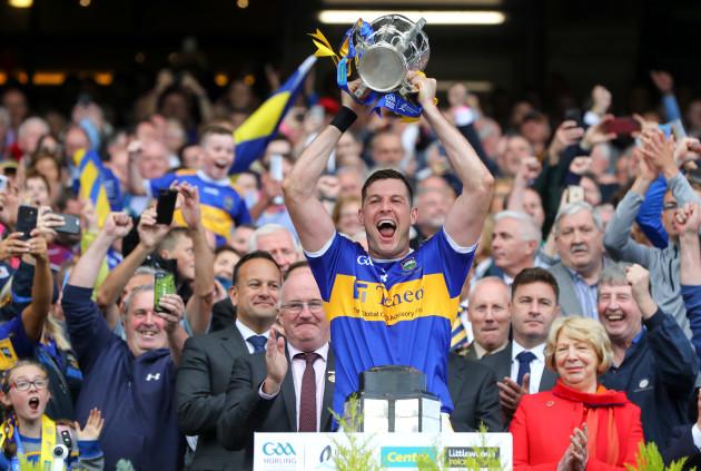 Seamus Callanan lifts the Liam McCarthy trophy