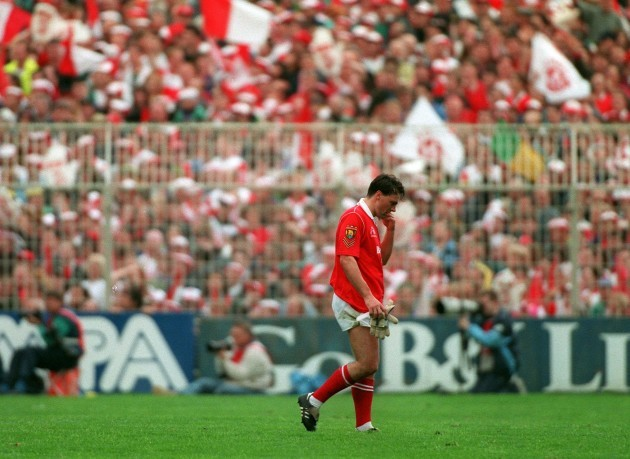 Tony Davies is sent off  1993