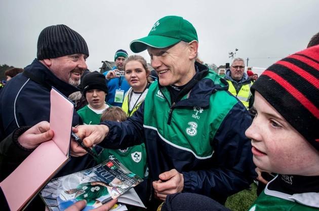 Joe Schmidt signs autographs for supporters