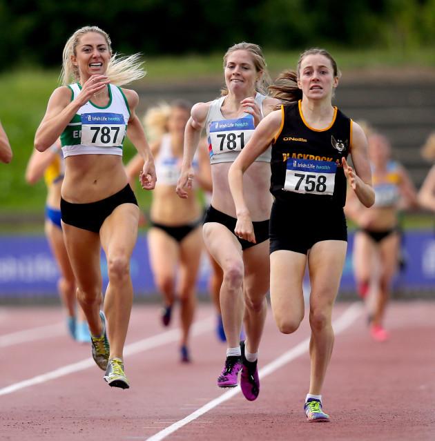sarah-healy-on-her-way-to-winning-the-womens-1500m-race