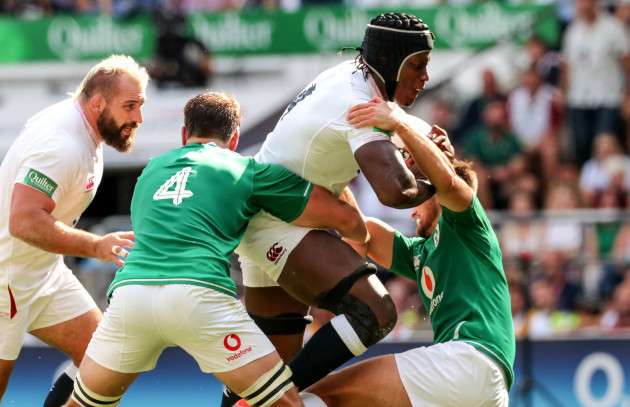 maro-itoje-tackled-by-iain-henderson-and-ross-byrne
