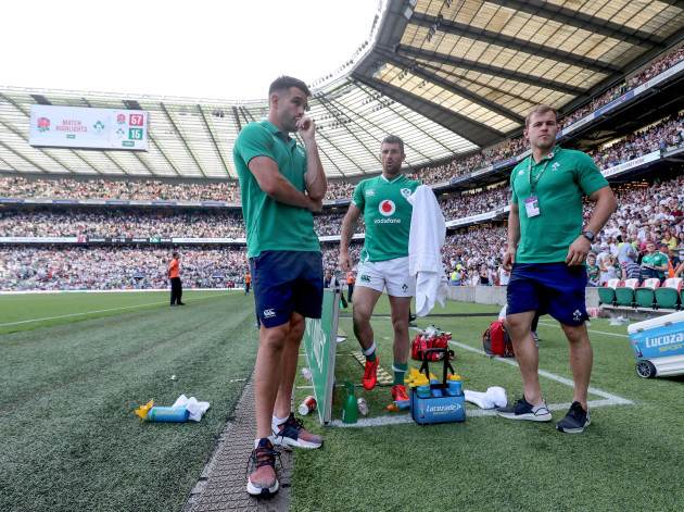 conor-murray-with-rob-kearney-and-will-addison-on-the-sidelines
