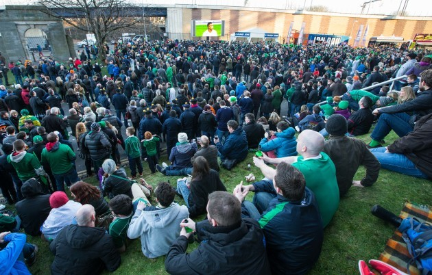 scotland-and-ireland-supporters-watch-the-england-france-match