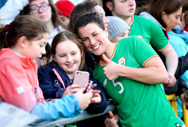 niamh-fahey-with-fans-after-the-game