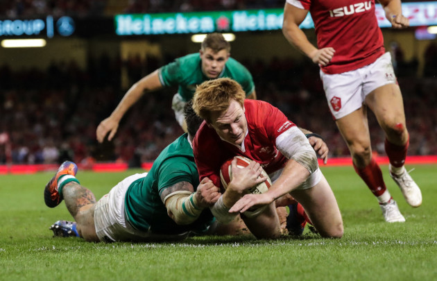 rhys-patchell-scrores-a-try