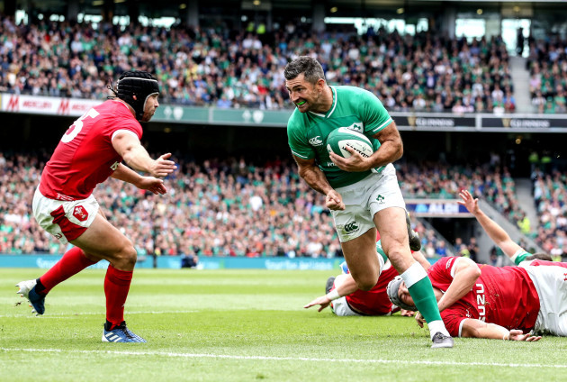 rob-kearney-scores-a-try-despite-leigh-halfpenny
