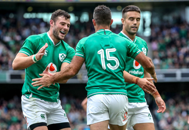 rob-kearney-celebrates-his-try-with-robbie-henshaw-and-conor-murray