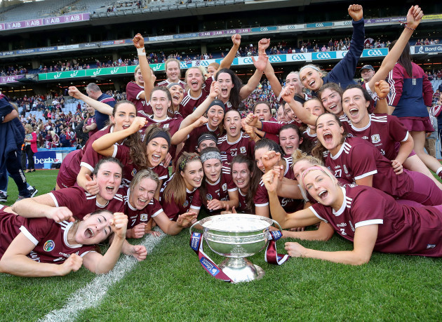 galway-team-celebrates-after-the-game-with-the-oduffy-cup