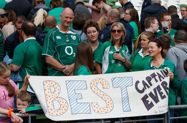 ireland-fans-with-a-rory-best-banner