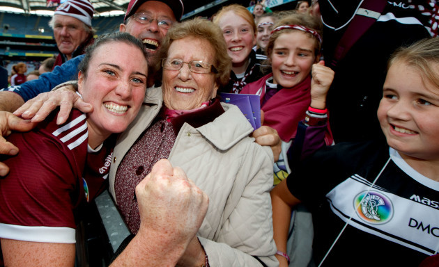 ailish-oreilly-celebrates-with-her-grandmother-mary-oreilly