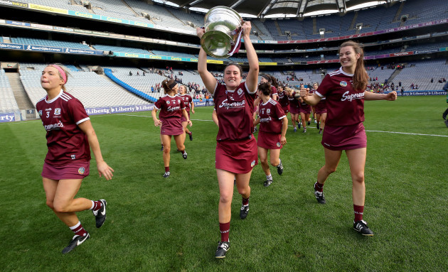 niamh-hanniffy-and-ailish-oreilly-celebrate-after-the-game-with-the-oduffy-cup