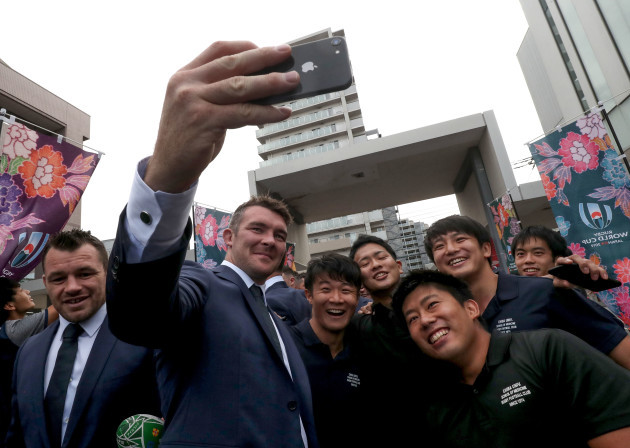 peter-omahony-takes-a-picture-with-fans-before-the-opening-ceremony