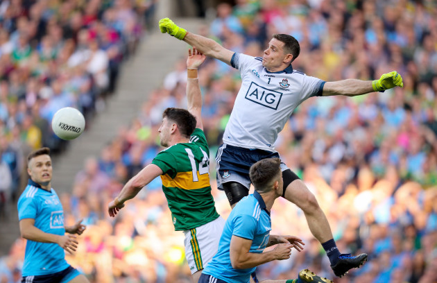 stephen-cluxton-punches-the-ball-past-paul-geaney