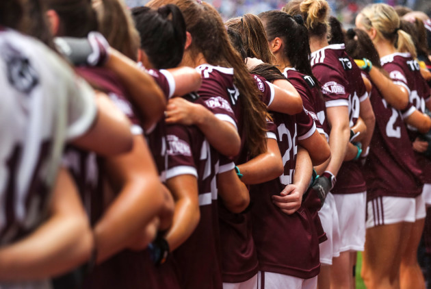 the-galway-bench-link-arms-before-the-game