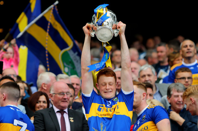 jerome-cahill-lifts-the-liam-maccarthy-cup