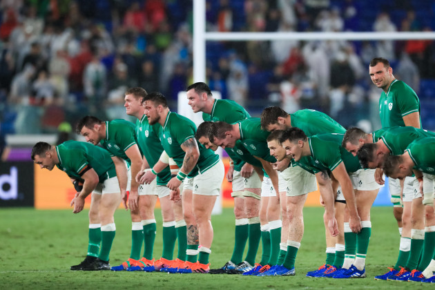 the-ireland-team-bow-to-the-fans-after-the-game