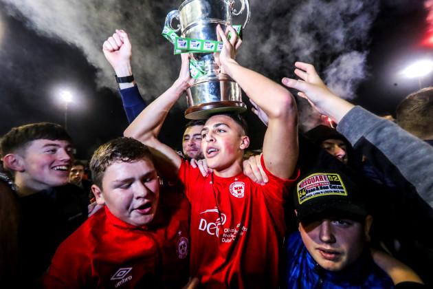 jaze-kabia-with-the-trophy
