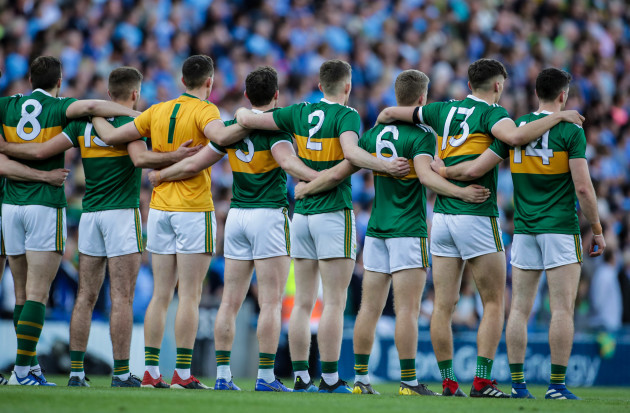 kerry-team-line-up-for-the-national-anthem