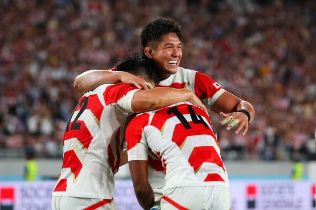 kotaro-matsushima-celebrates-scoring-their-fourth-try-with-teammates