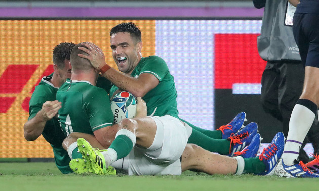 andrew-conway-celebrates-scoring-their-fourth-try-with-conor-murray-and-jonathan-sexton