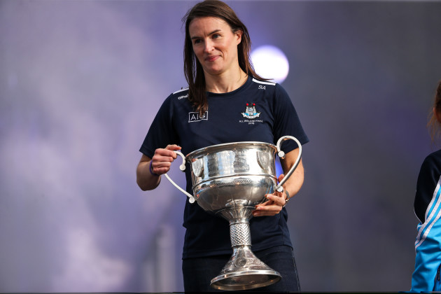 sinead-aherne-brings-the-brendan-martin-cup-onto-the-stage